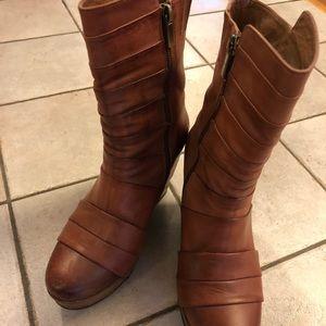 Antelope warm brown platform boots